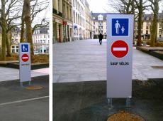 Conception et pose de petits totems pour signaler les zones piétonnes de la ville de Caen