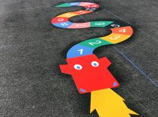 Marquages au sol thermocollés de jeux pour enfants à l'école Simone Veil de Saint-Sever (14)